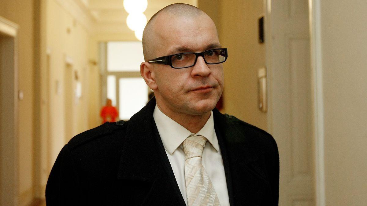 Exposlanec Škárka dostal za nenávistné výroky onedonošených dětech podmínku