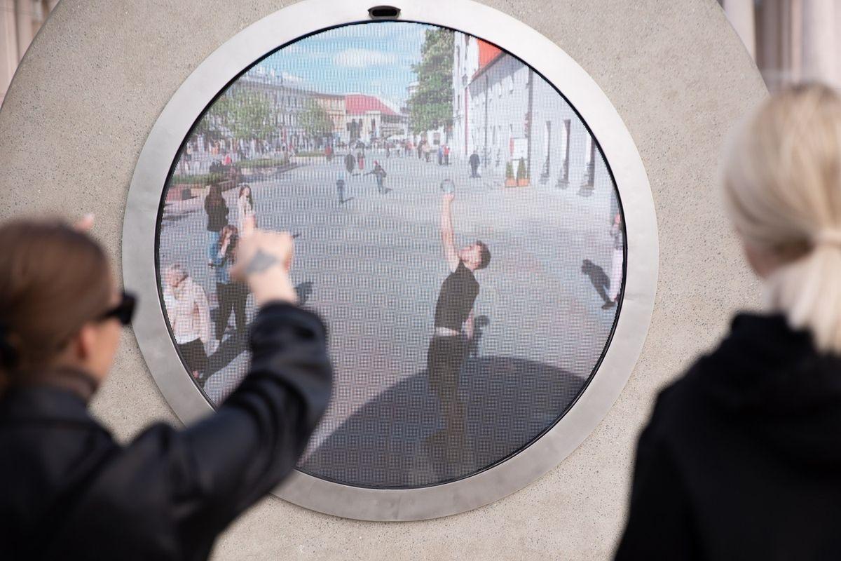 """První """"Portál"""" mezi dvěma městy stojí. Má probrat lidi z izolace - Seznam  Zprávy"""