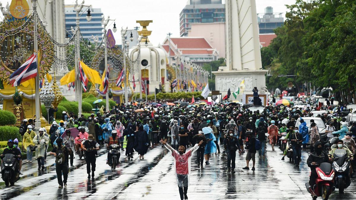 "Thajsko zakázalo ""fake news"". Vláda se bojí kritiky postupu proti koronaviru"