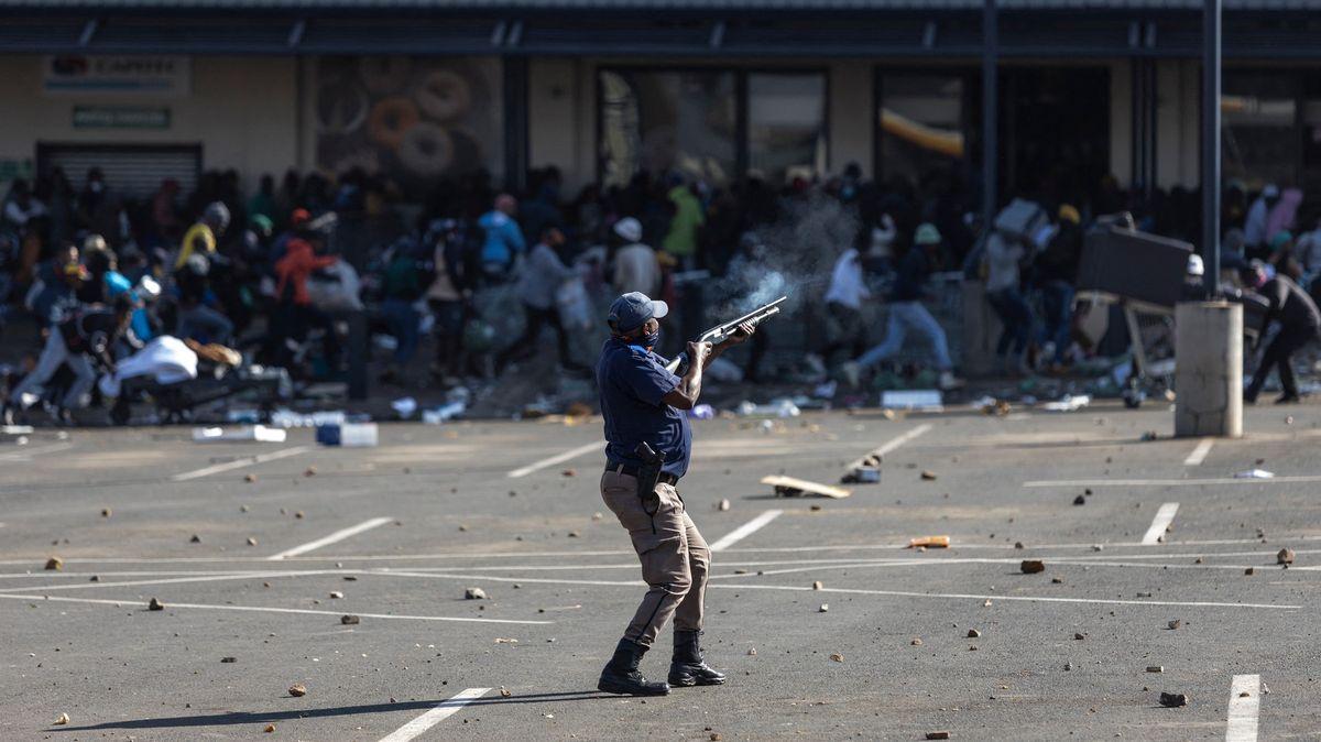 Nepokoje vJAR pokračují. Nejméně 72lidí zemřelo