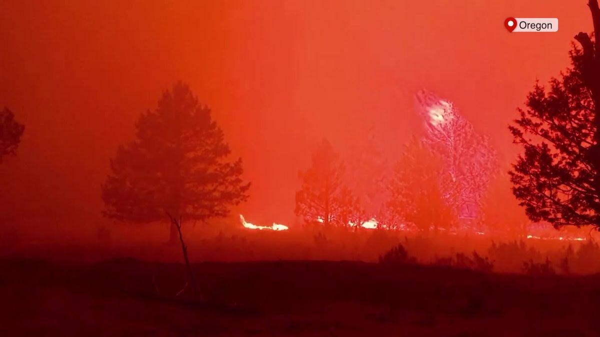 Oregon vplamenech. Hoří prastaré lesy, síla požáru ovlivňuje počasí