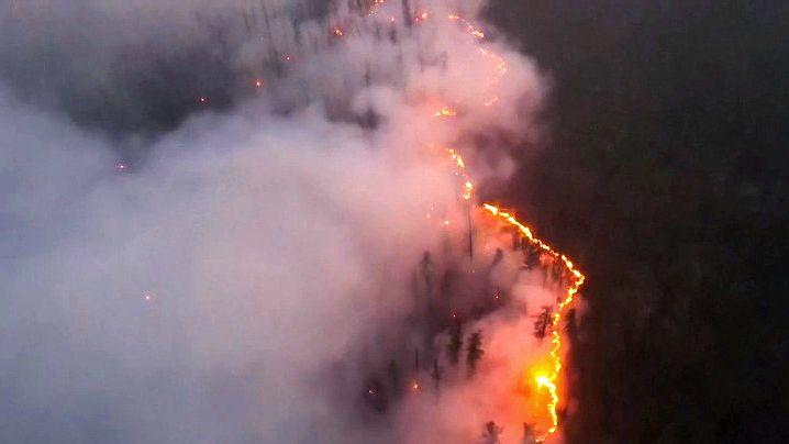 Video: Na Sibiři hoří, kouř zahalil Jakutsk tak, že museli zavřít letiště
