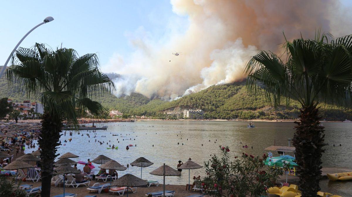 Češka otureckých požárech: Lidé si tu pomáhají jako při tornádu na Moravě
