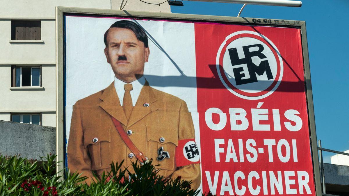 Macron jako Hitler. Francie testuje hranici mezi satirou a urážkou