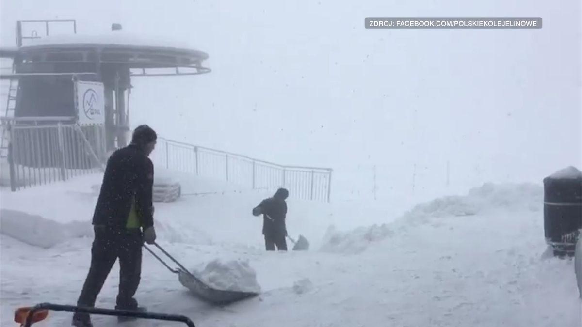 VTatrách napadl sníh a hrozí laviny