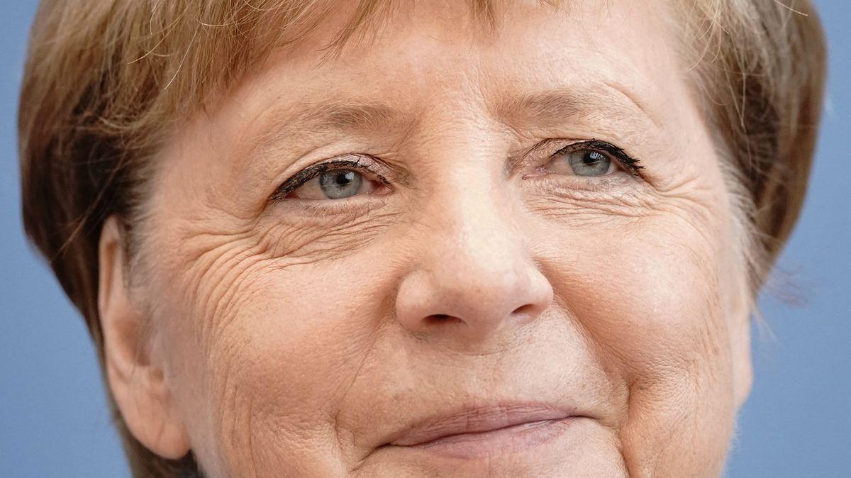 Kancléřka krizí istability. Merkelová slaví 15let ve funkci, zvládla je?