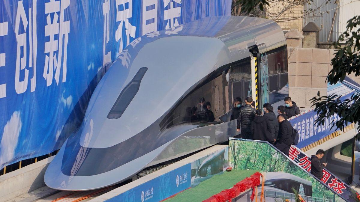 Video: Čína představila nejrychlejší vlak na světě. Zvládne 620km/h