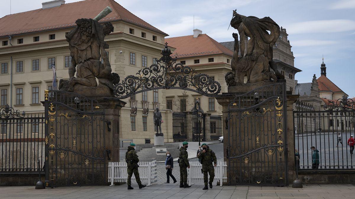 Na Pražském hradě se vpondělí odehraje pieta za oběti covidu-19