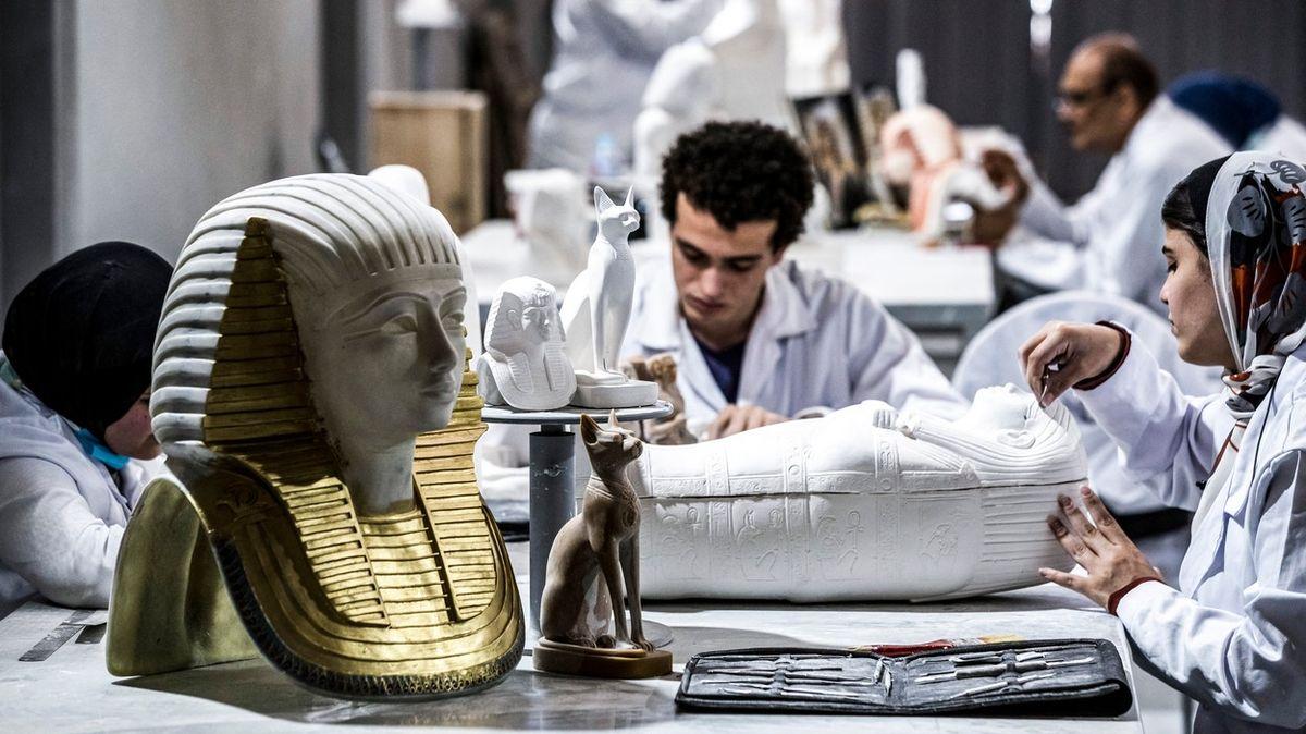 Továrna na egyptské repliky už zas jede naplno, podívejte se