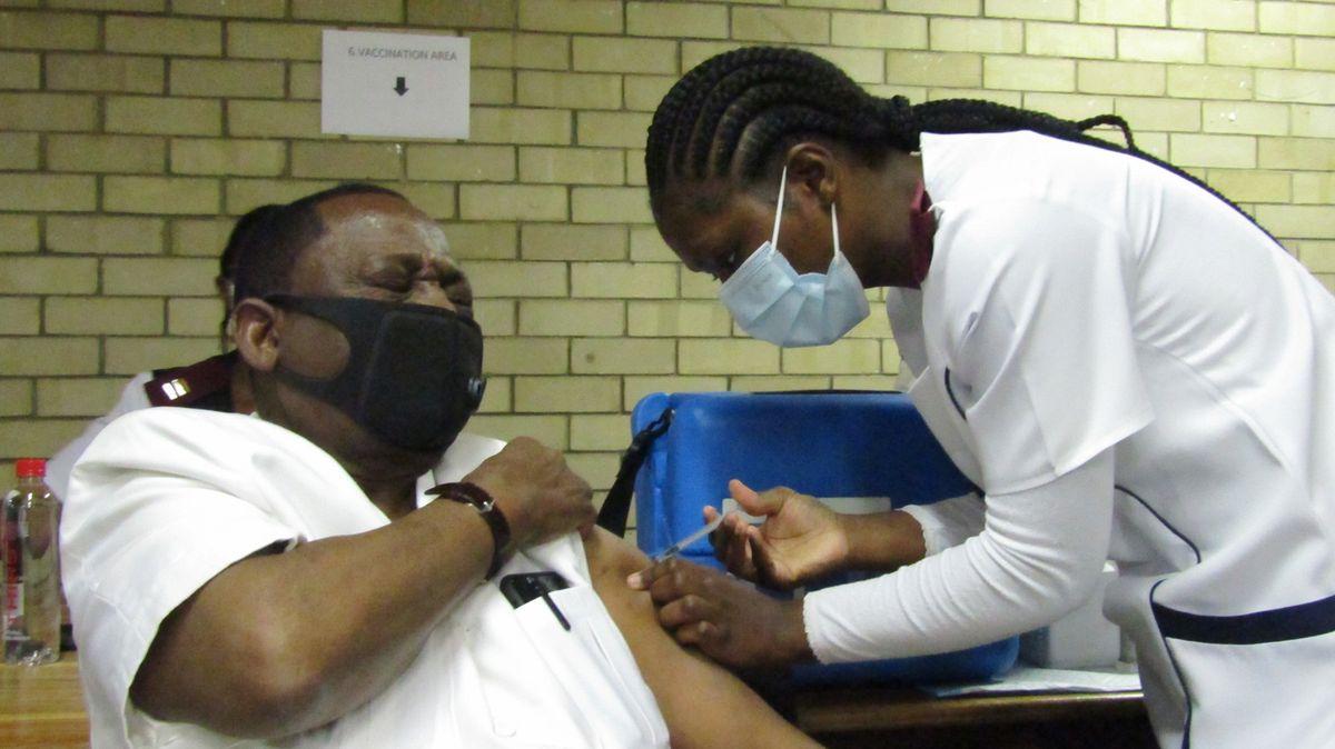 """""""Umírají bez povšimnutí."""" Africké zemi hrozí kolaps zdravotnictví"""