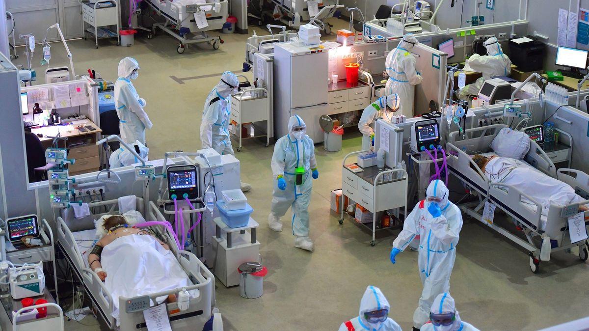 Účinnost léků klesá a nastoupily nové mutace. Východ Evropy sužuje nová vlna covidu