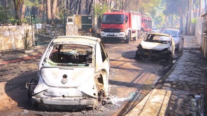 Video: Poblíž Athén zuří lesní požáry, řeckou metropoli zahalil dým