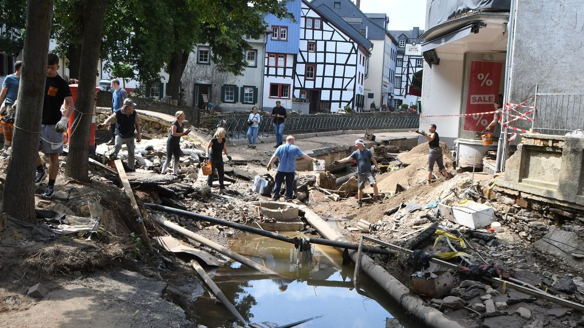 Najít pohřešované naživu? Už není šance, vědí na západě Německa