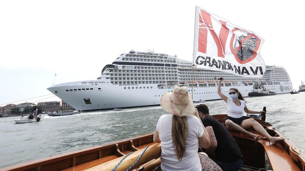 """Benátky přijdou ojeden ze symbolů. Do laguny mají zákaz """"plovoucí hotely"""""""