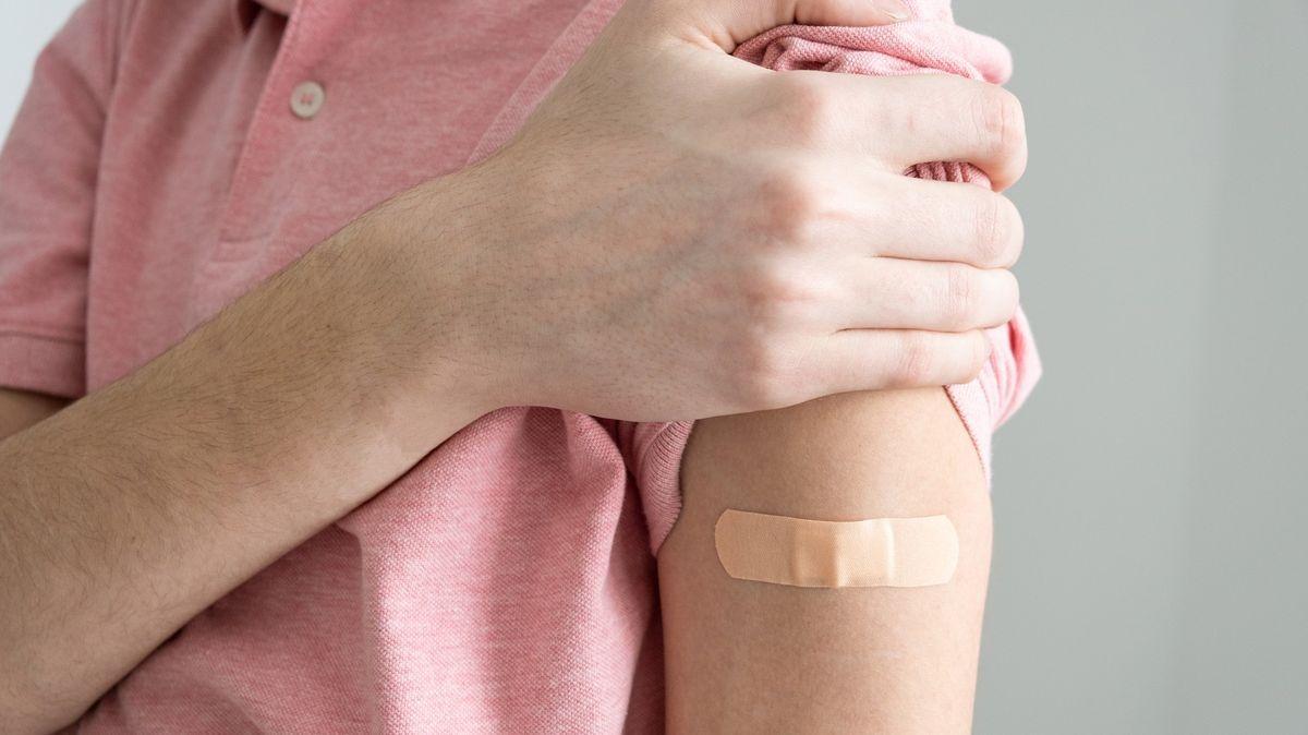 Oočkování dětí nad 12let je zájem. Ve frontě jich čekají desítky tisíc