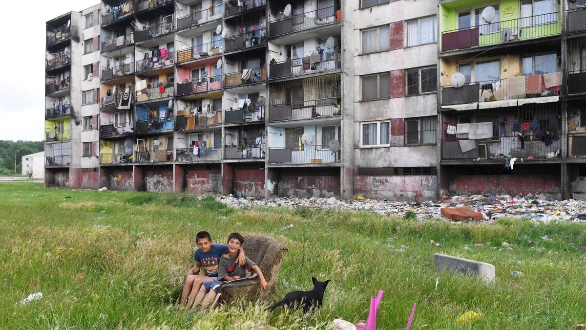 """""""Mistr překvapení."""" Papež na Slovensku navštíví romské ghetto"""