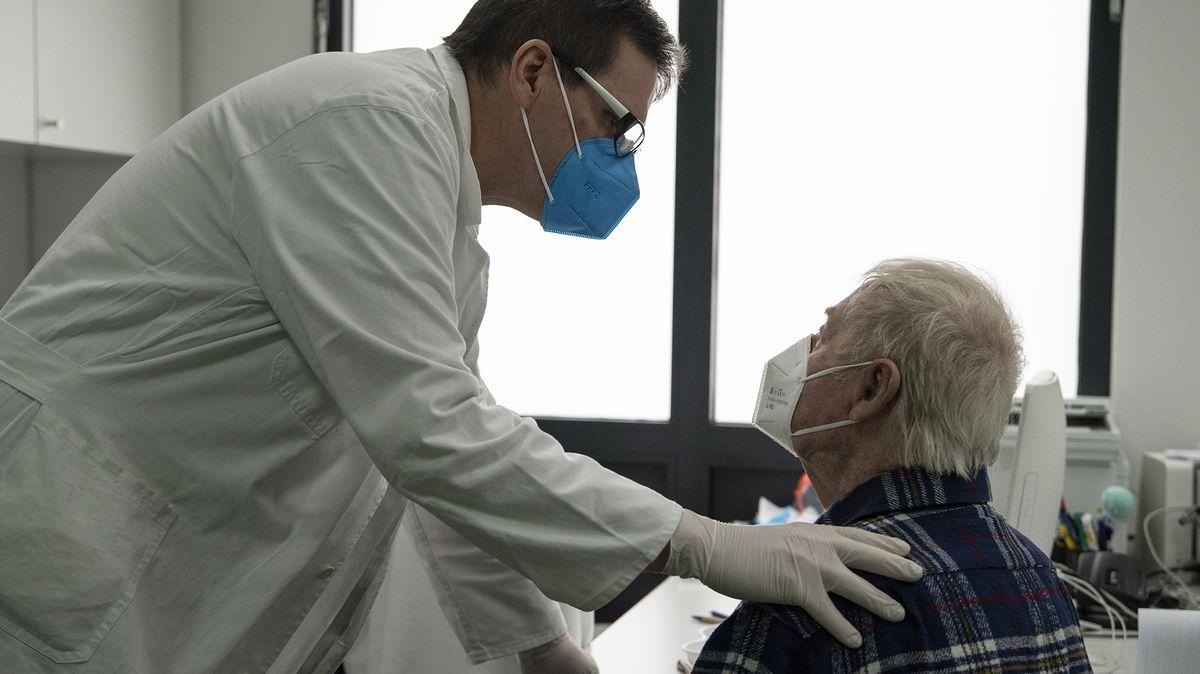 Očkování upraktika: Lidé odmítají AstraZenecu. Víc než bychom si přáli