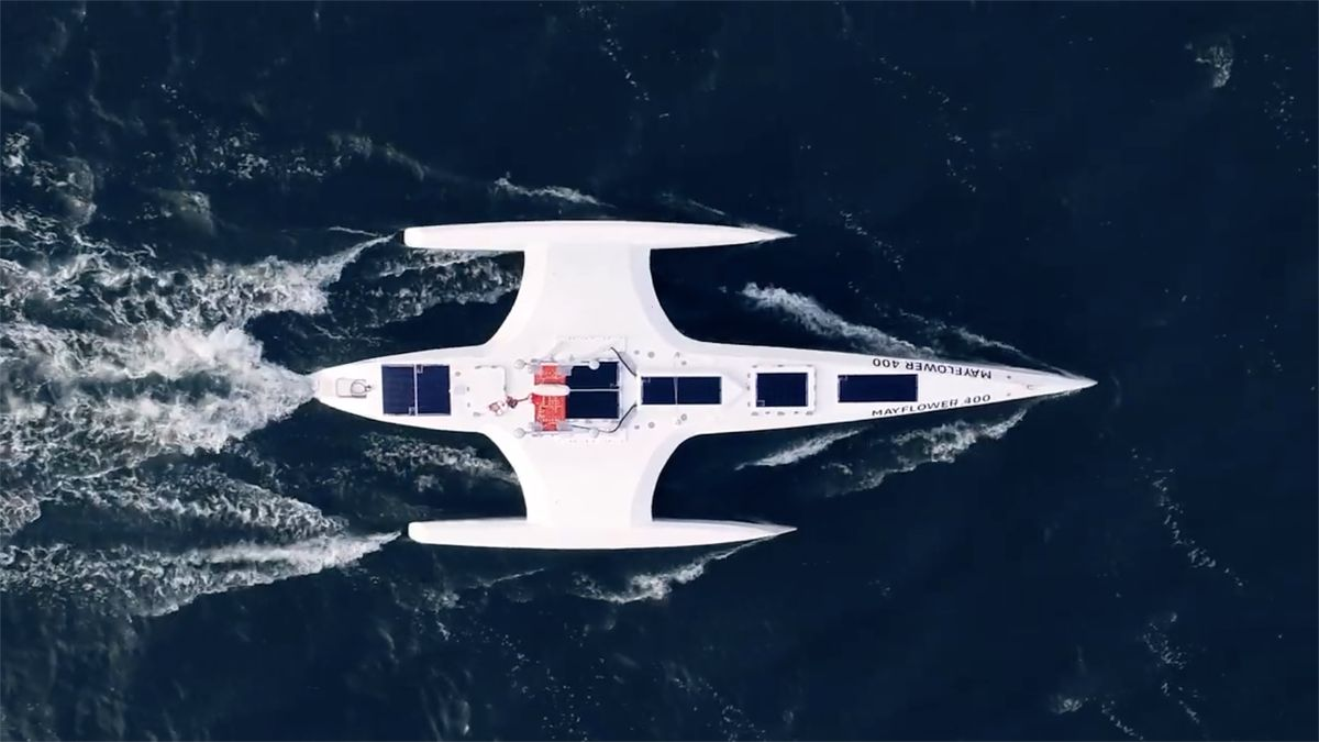 Loď bez posádky pluje Atlantikem