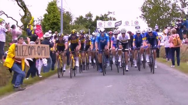 Policie dopadla ženu, která způsobila hromadný pád pelotonu Tour de France