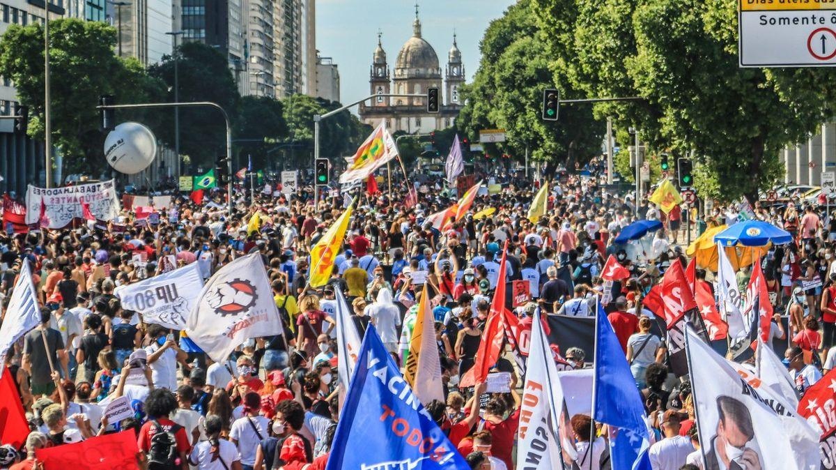 "Obrazem: ""Je to genocida."" Brazilci protestovali proti přístupu Bolsonara ke covidu"