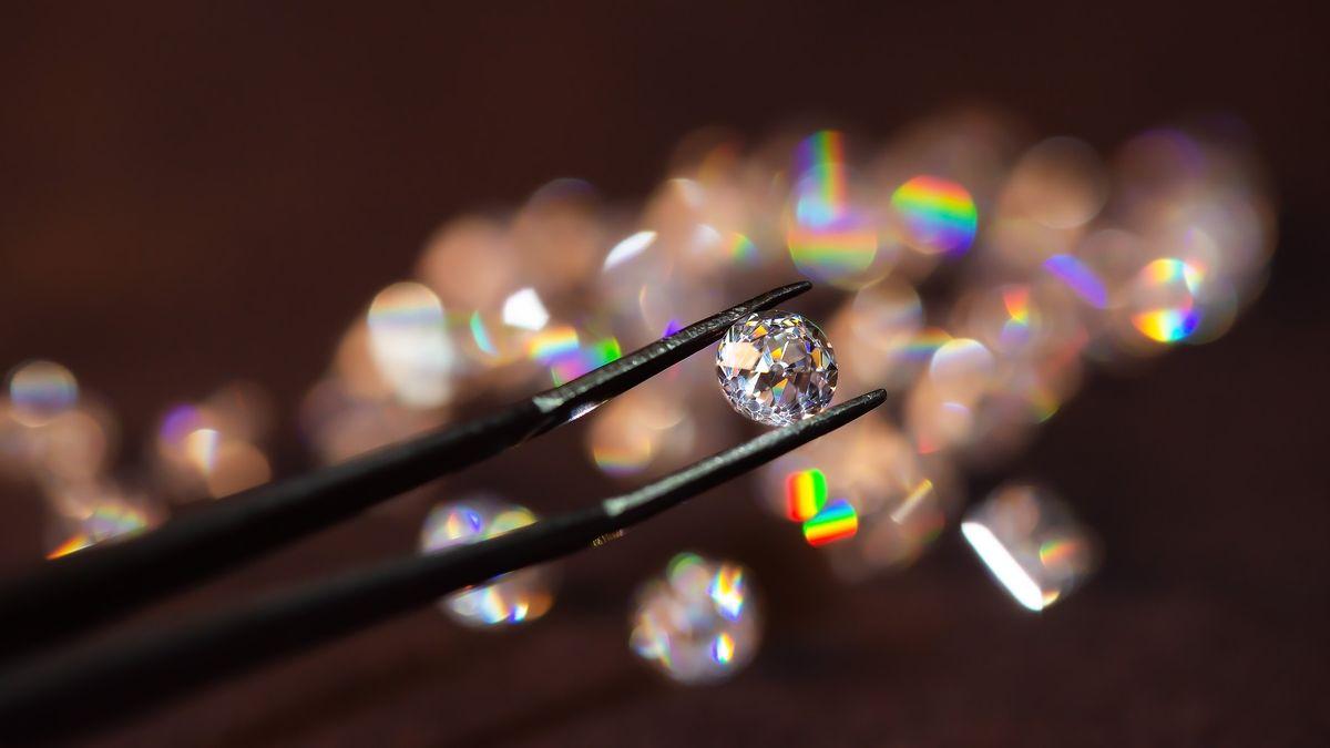 Podvodnice vLondýně vyměnila diamanty vhodnotě 125milionů za kamínky