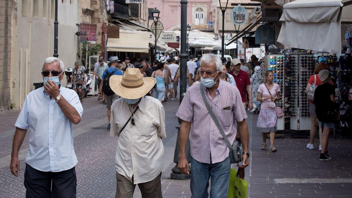 Řecko iŠpanělsko se zbarvily červeně. Čechy po návratu čeká karanténa