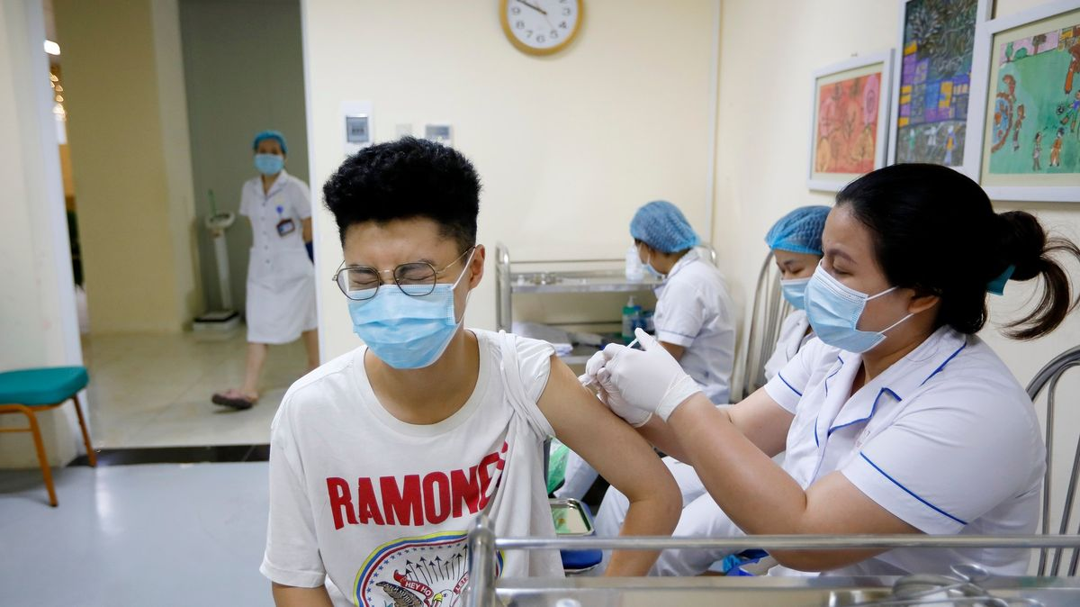 Neberte očkování do vlastních rukou. WHO varuje před rizikovým trendem
