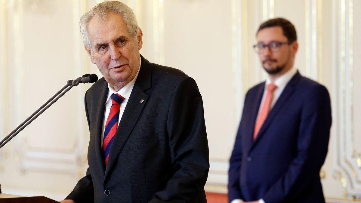 Prezident se schoval za cizí záda, říká exporadce Šarapatka
