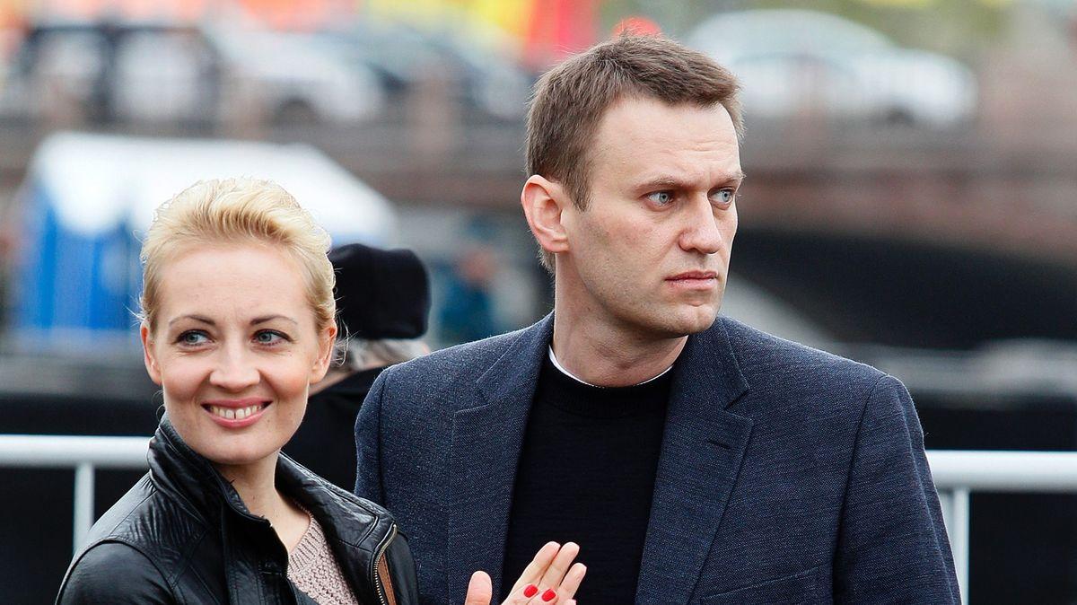 Navalnyj poslal první fotku znemocnice. Chce zpátky do Ruska