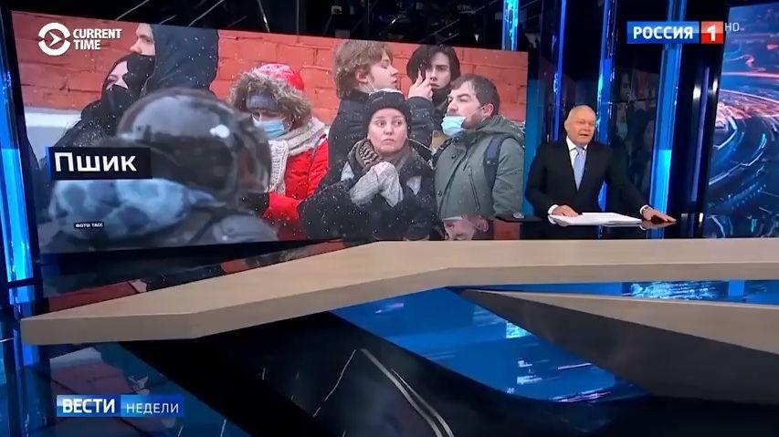 Video: Tak televize vRusku lidem servírují protesty za Navalného