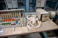 Počítače podávaly výsledky výpočtů formou děrné pásky, která se četla dvěma způsoby, přičemž oba byly náchylné k chybám. Není vyloučené, že obsluha nevěnovala čtení plnou pozornost.