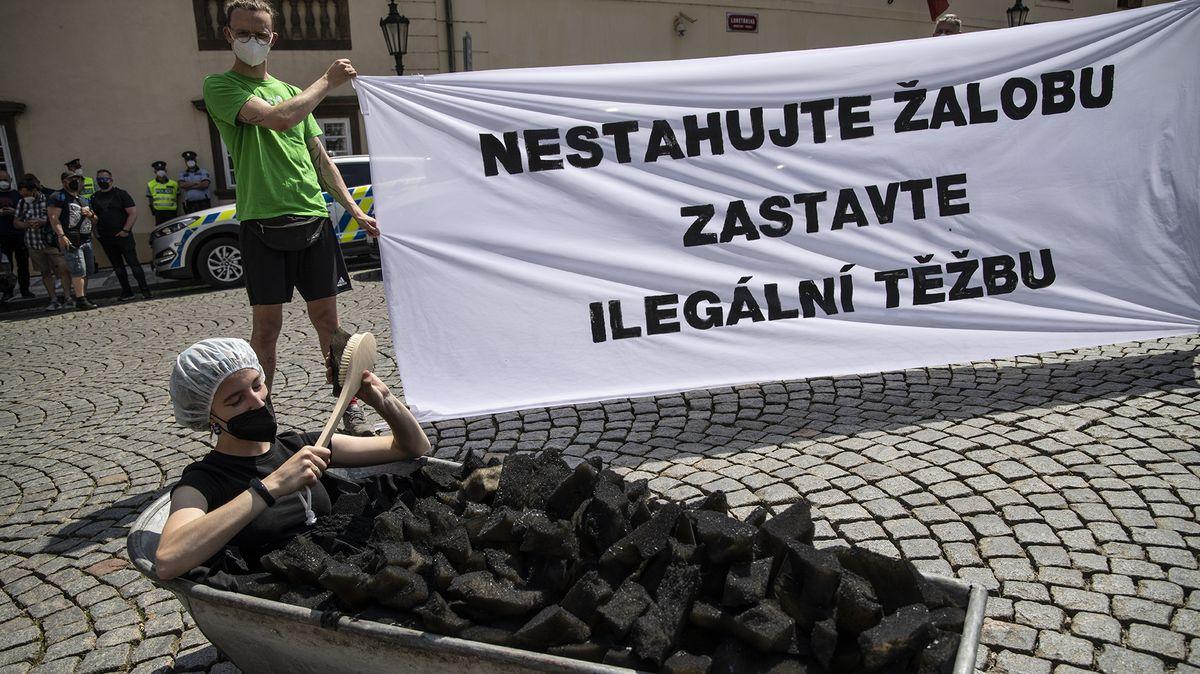 Neustupujme, mají volby, zní zVaršavy po českém návrhu uhelné pokuty