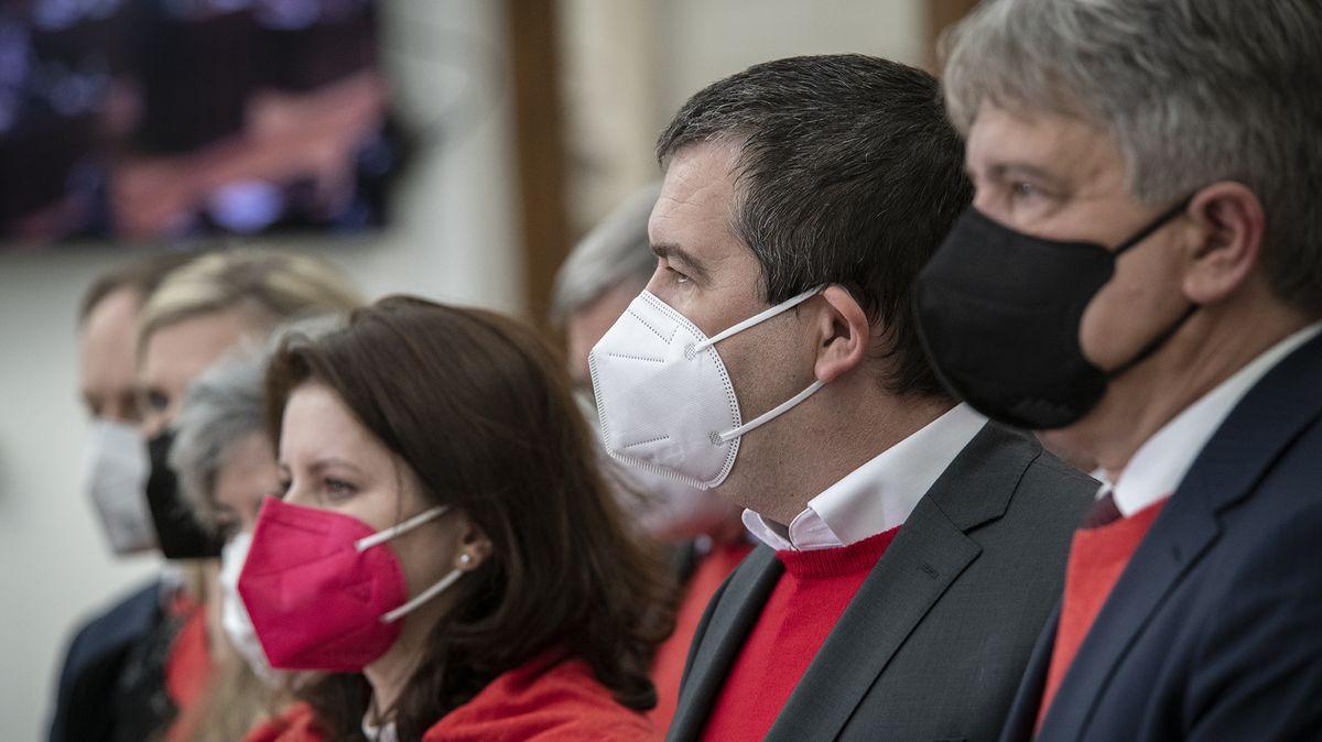 """ČSSD hodlá uzákonit eutanazii. """"Chce tím zabránit vlastní smrti,"""" míní kněz"""