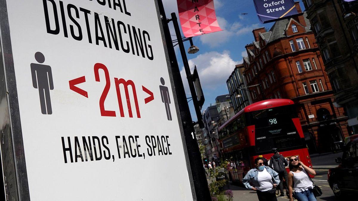 Růst případů a ponurá nálada. Britská vláda zvažuje odložit rozvolnění