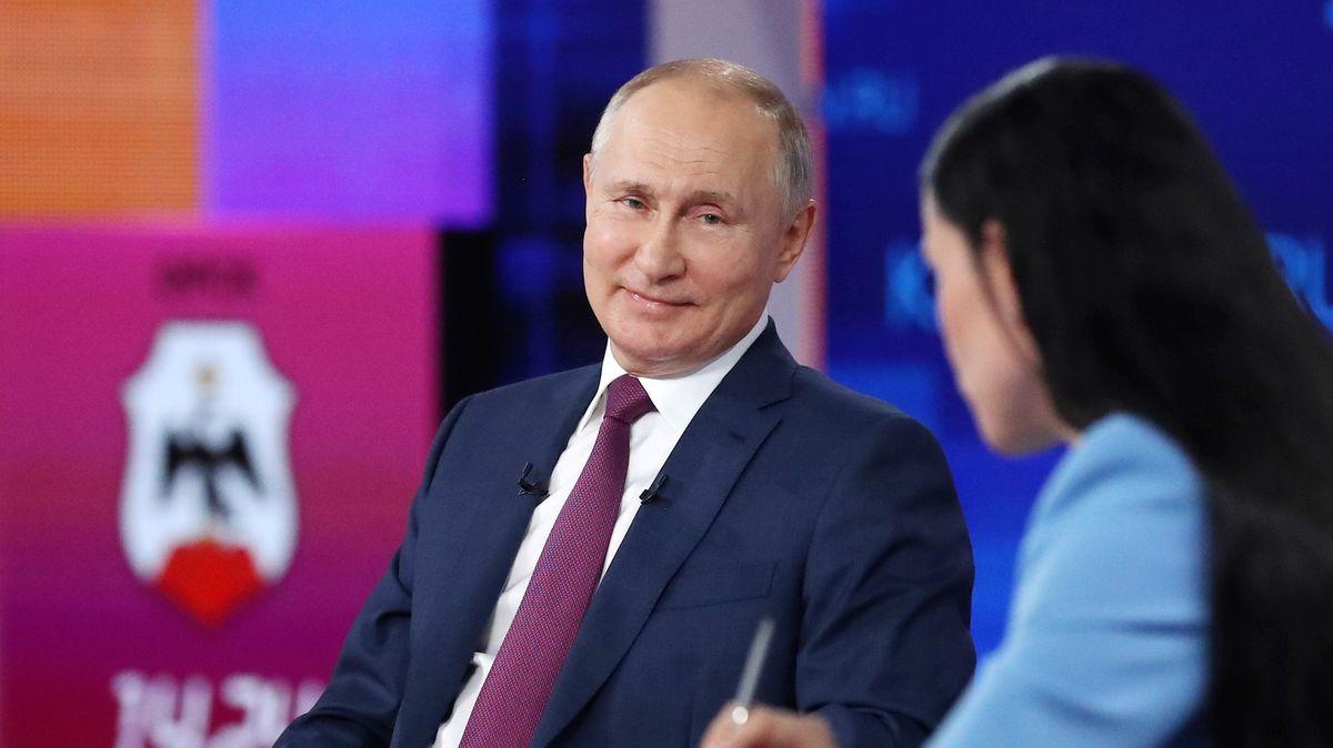 Putin se nechal očkovat Sputnikem V. Prozradil to na debatě sobčany