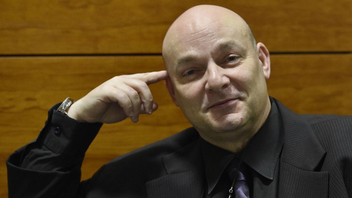 Šéf teplického soudu chce zbavit Čapka funkce soudce, byl na party vhotelu