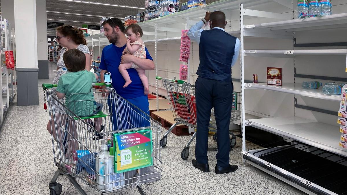 British supermarkets are missing goods. Employees are in forced isolation -  Archyworldys