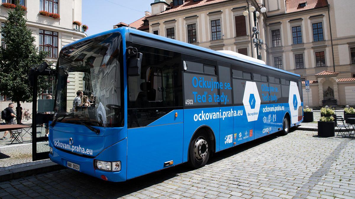 První zastávka zoo: Nastupte do očkovacího autobusu