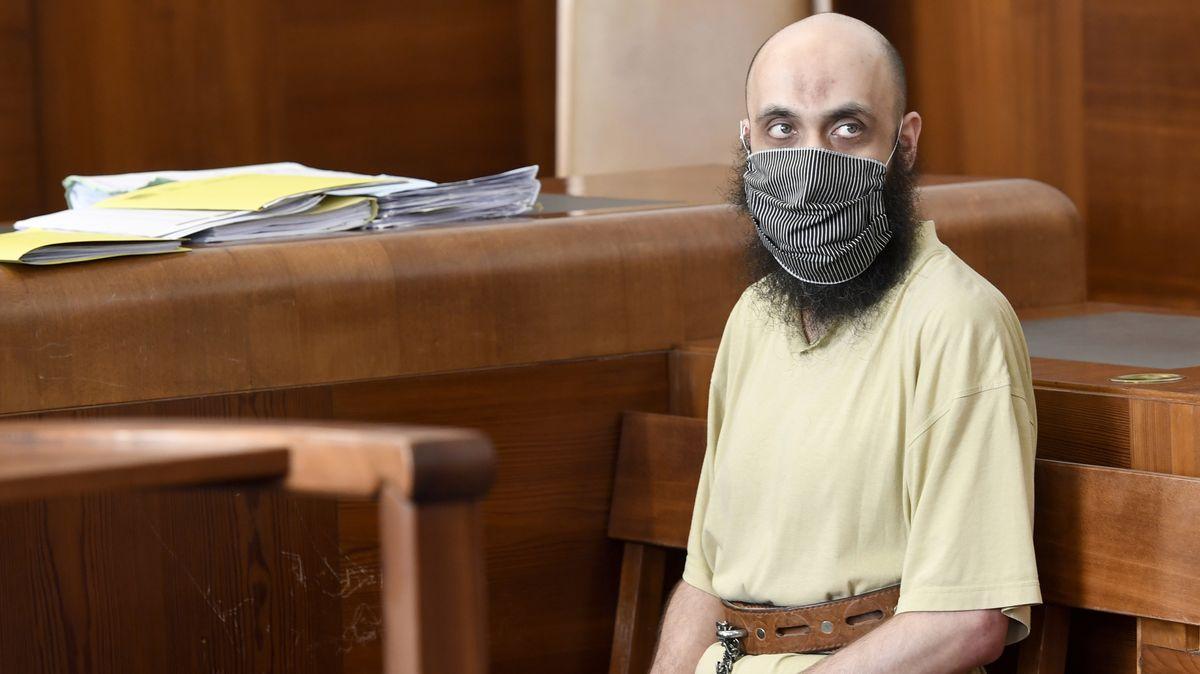 Desetiletý trest pro bývalého pražského imáma platí, rozhodl soud