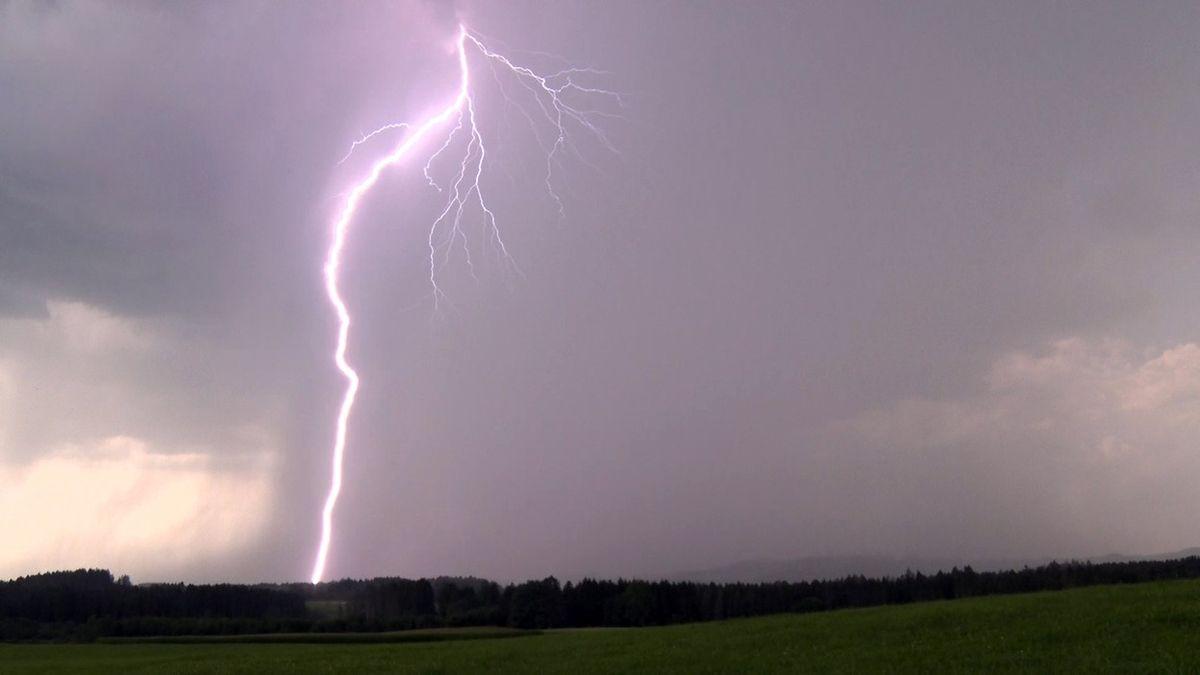 Bouřky budou silnější, než se čekalo. VNěmecku, odkud přijdou, už mají první oběti