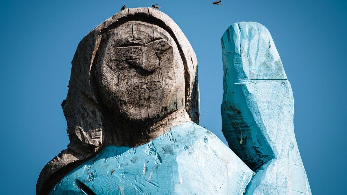 Strašák do zelí. Nepovedené sochy (nejen) Melanie Trumpové budí vášně a posměch