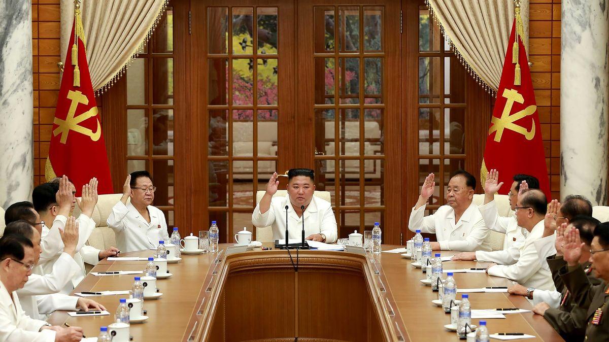 """Práce přesčas bez odměny má spasit KLDR. Kim vyhlásil """"80denní kampaň"""""""