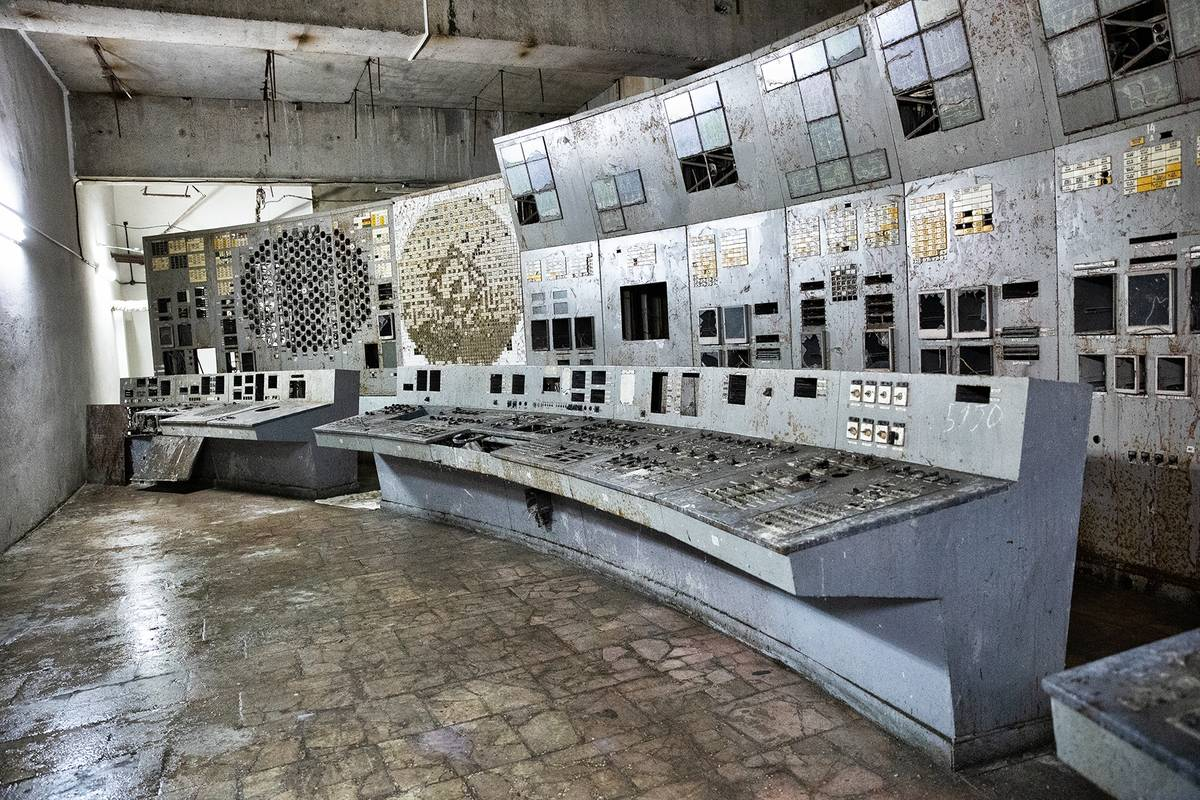 Velín čtvrtého reaktoru černobylské elektrárny. Právě v těchto místech Anatolij Djatlov s Akimovem, Toptunovem a dalšími spolupracovníky prováděli osudné noci 26. dubna 1986 bezpečnostní test s tragickým koncem.
