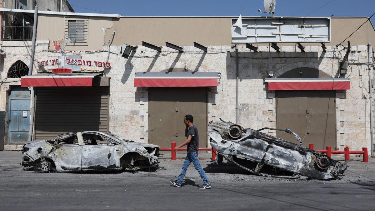 """""""Křišťálová noc"""" vIzraeli. Jedno změst muselo vyhlásit nouzový stav"""