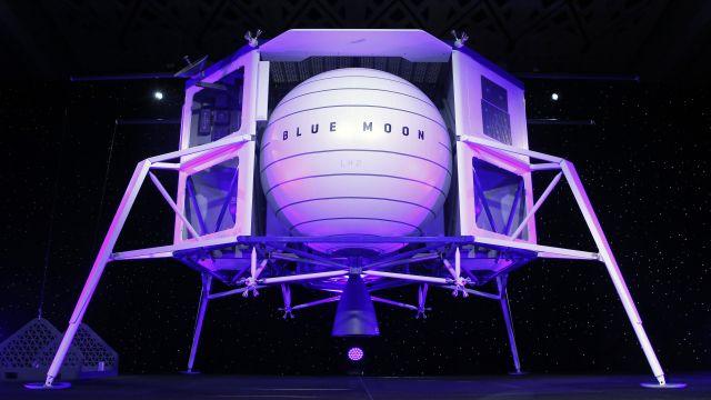 Vítěz aukce dal za let do vesmíru smajitelem Amazonu 587milionů korun