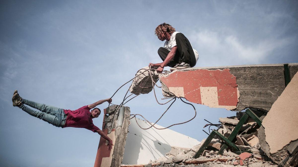 Tak se uklízí vGaze: Posbírat výbušniny, zrecyklovat ruiny