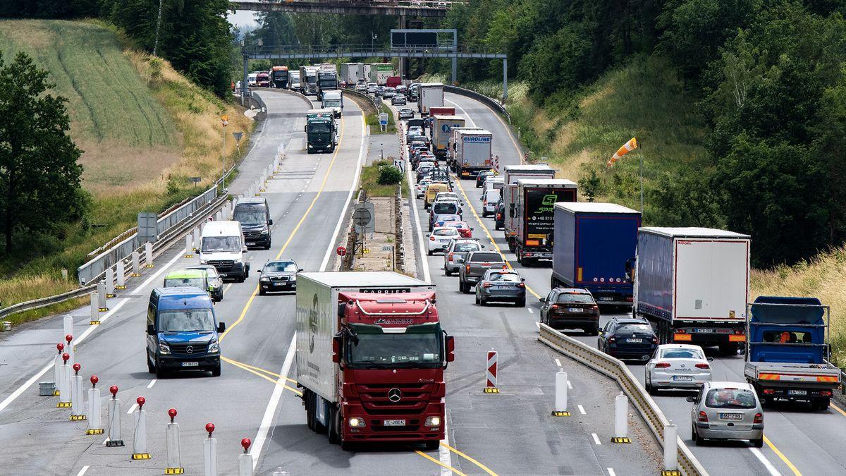 České dálnice vydělávají. Za půl roku dopravci zaplatili sedm miliard