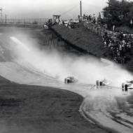 čtk: Niki Lauda / I po havárii mohl získat titul světového šampiona, ale v posledním závodě, ve Velké ceně Japonska, za deště odstoupil. Na snímku pohled na závodní okruh Fuji International Speedway 29. října 1976.