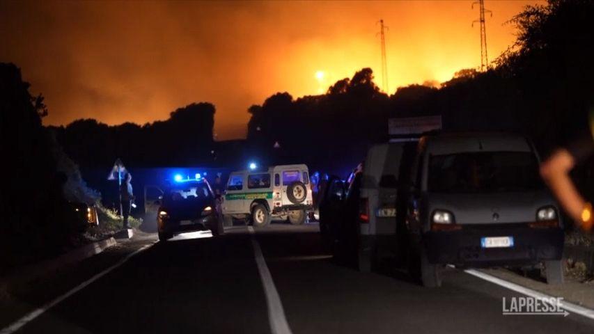 Evakuace a zničená pole. NaSardinii řádí ničivý požár