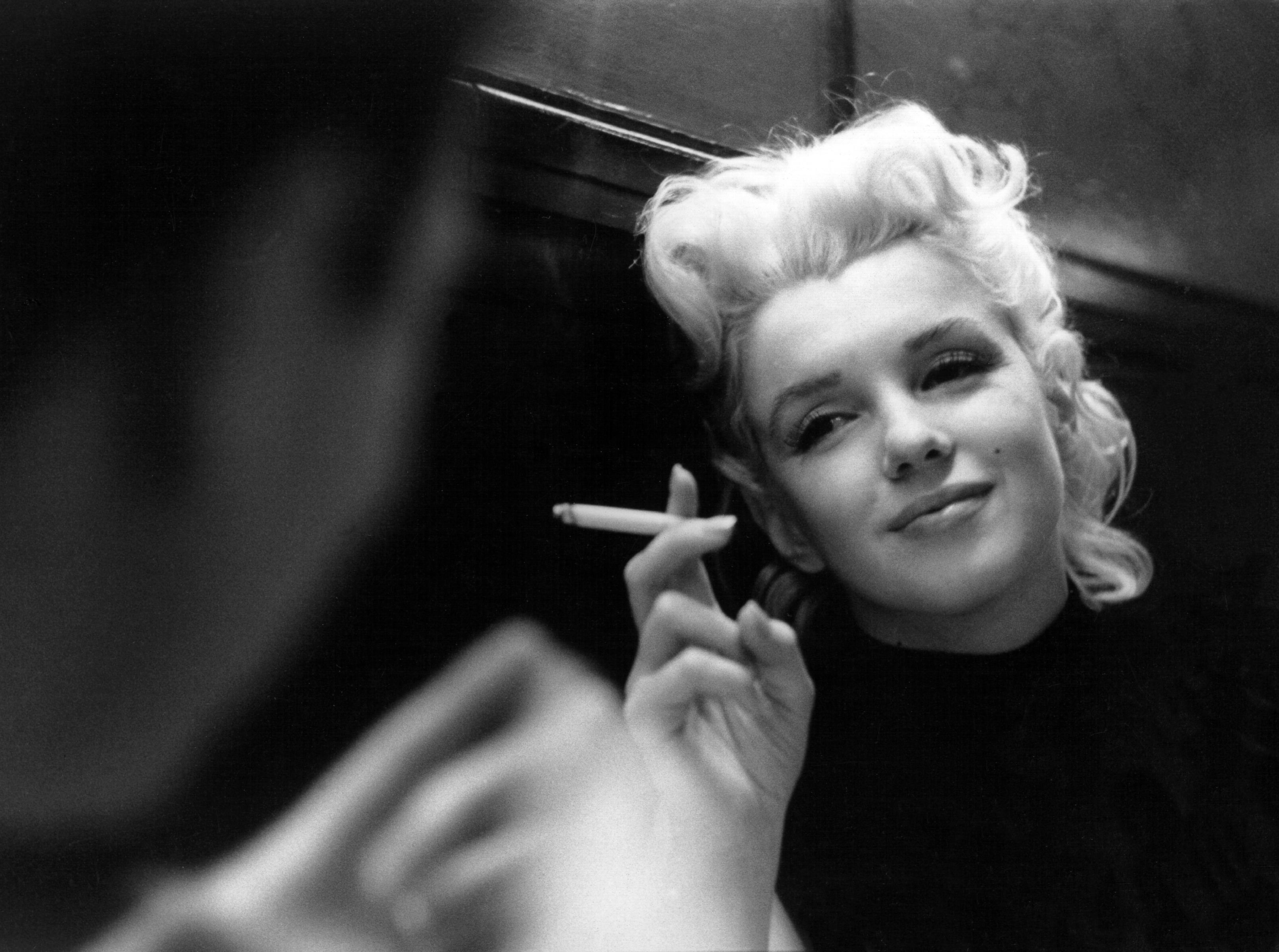 Ed Feingersh studoval fotografii v New Yorku pod vedením Alexeye Brodovitche, který se proslavil jako artdirektor amerického módního magazínu Harper's Bazaar v letech 1934 až 1958.